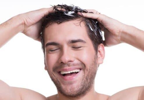 Masaż skóry głowy po przeszczepie