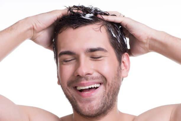 Jak poprawnie wykonać masaż  skóry głowy?